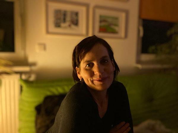 Begleitend zur Lesung sind die Bilder von Brigitta Mackh